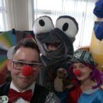 Mucha Odpaducha i wolontariusze Fundacji Doktor Clown