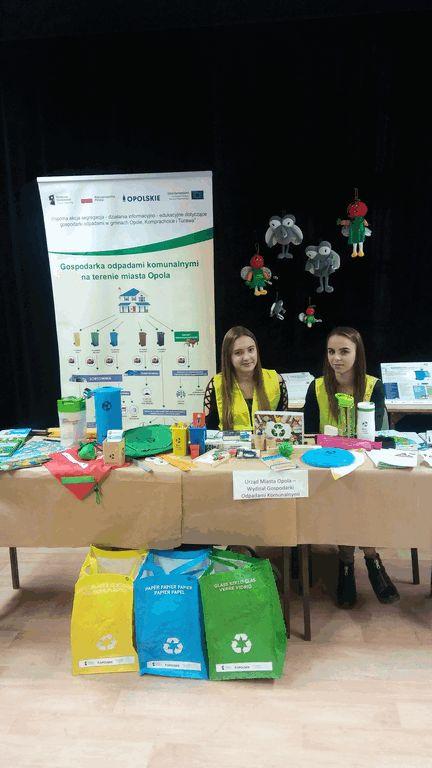 stoisko edukacyjne Gminy Opole podczas Pierwszej Regionalnej Konferencji Edukacyjnej dla samorządów