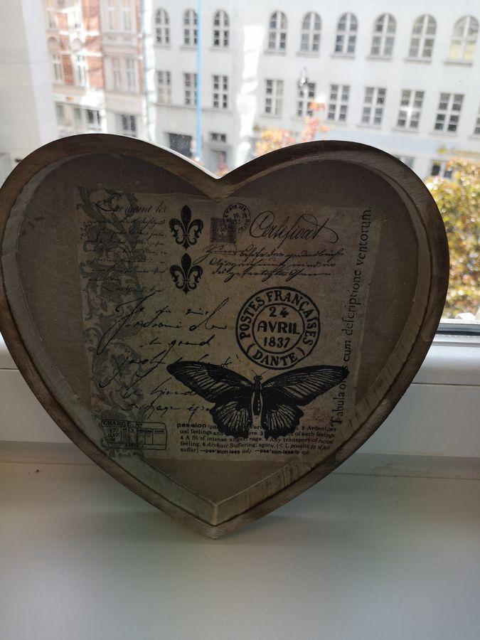 serce z recyklingu ozdobione metodą decoupage