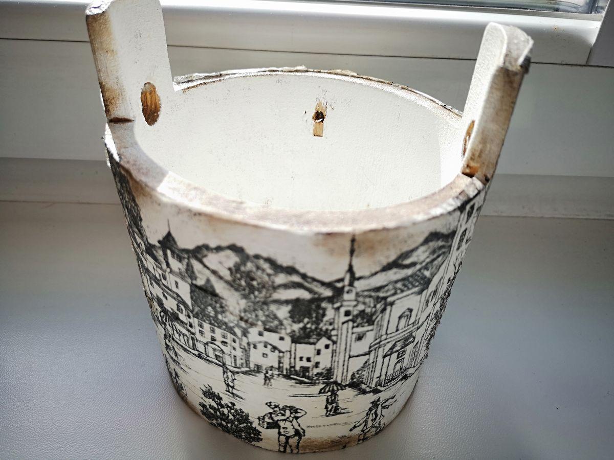 pojemnik na sól z recyklingu ozdobiony metodą decoupage